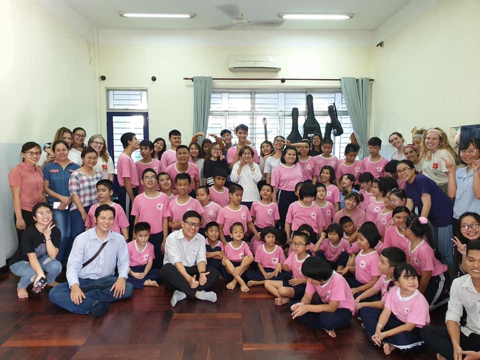 Trung tâm Công nghệ Môi trường đến thăm các em nhỏ tại Trung tâm bảo trợ khiếm thị Nhật Hồng